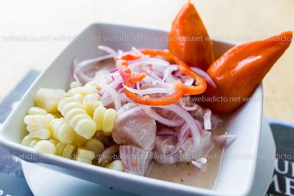 Ceviche con Sentimiento: Dirección de las Carretillas y Barra de Ceviche de Ronald