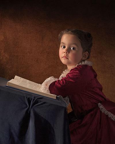 fotografo-retrata-a-su-hija-al-estilo-de-las-pinturas-clasicas-3