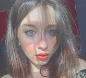 Martina Pelusi, la sorella di Matteo, debutta come cantante – ecco la canzone