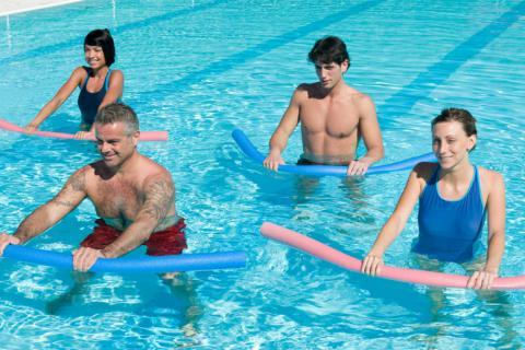 Ejercicios para la artrosis en la piscina