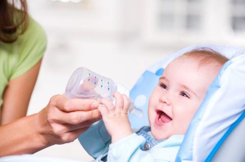 Cuándo pueden beber agua los bebés
