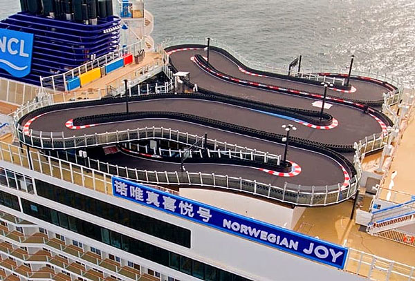 La piste de karting du Norwegian Joy