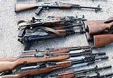 Les trois fugitifs ont abandonné une demi-douzaine de kalachnikovs et des munitions - photo archive