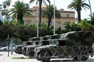Devant l'ambassade de France à Tunis, un important dispositif de sécurité - photo archive (AFP)