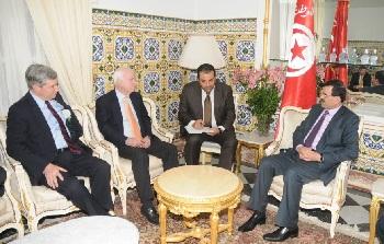 McCain à Tunis (photo - fb 03-04-2013)