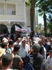 """Le gouverneur de Monastir """"dégagé"""" par les citoyens de la ville - photo page FB Tunimedia"""