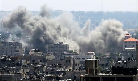 Raids israéliens sur la bande de Gaza Palestine. Juillet 2014 bombardement Crédit photo Al Jazeera arabic