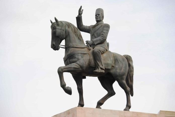 Bourguiba statue