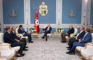 Béji Caid Essebsi signe la déclaration sur la liberté de la presse dans le monde arabe