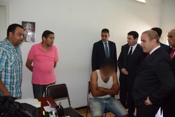 Hedi Mejdoub, ministre de l'intérieur et Abderrahman Haj Ali, directeur général de la sûreté nationale, à la direction de la police judiciaire à Elgorjani