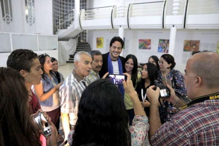 Khaled Abol Naga à Gabes pour le FIFAG avec quelques admirateurs