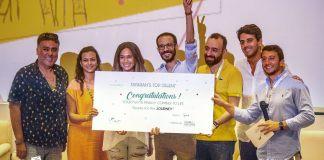 Adam Abdel Ghaffar, gagant du concours Tayarah, avec les membres du jury
