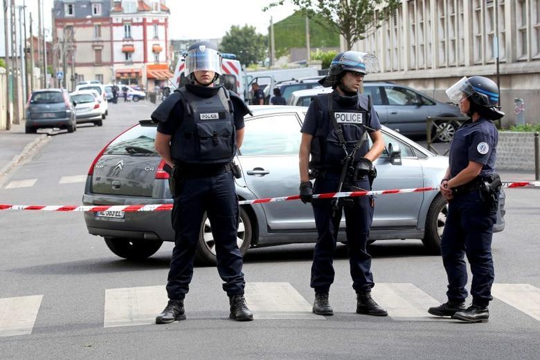 Une attaque armée près des locaux de Charlie Hebdo — France