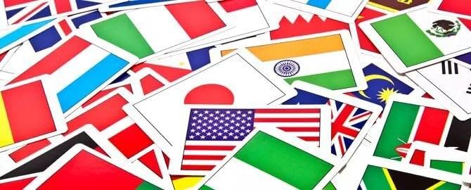 散らばった国旗カード