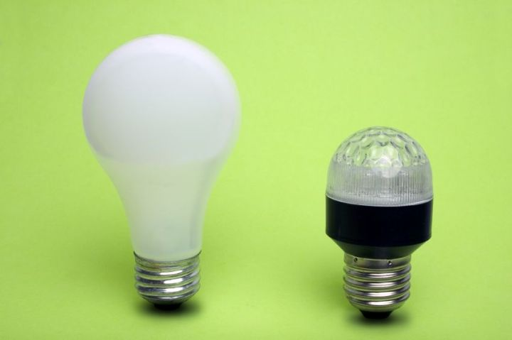 Slight Difference In Led Bulbs And Cfl