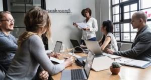 brainstorming-business-leaders