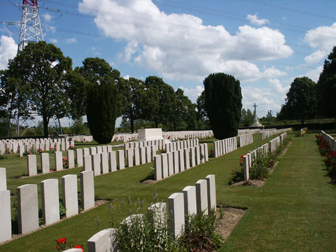 Brown's Copse Cemetery, Roeux