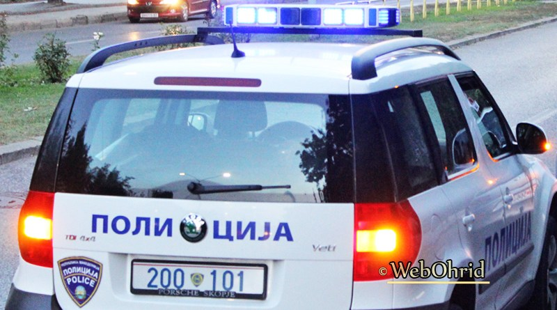 """Две лица повредени во сообраќајка на ул.""""Гоце Делчев"""" во Охрид"""
