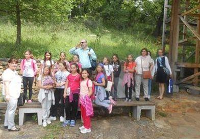 """Ученици од ОУ """"Братство-Единство"""" во посета на црквата """"Св. Ѓорѓија"""" во Курбиново"""