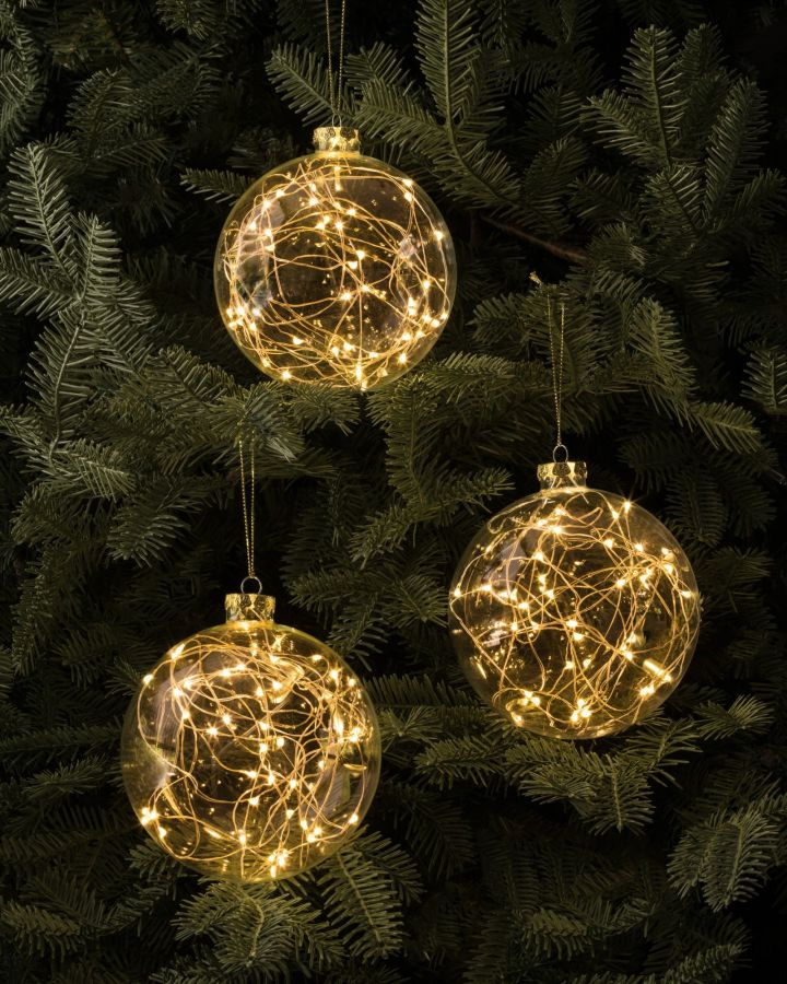 Outdoor christmas bauble lights for Large christmas baubles for outside