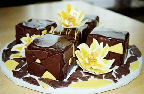 Mini Cakes with Flowers