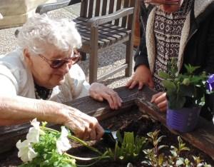 orpea-borderouge-jardinage-intergenerationnel