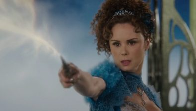 Once-Upon-a-Time-6x19-The-Black-Fairy-Blue-Fairy-banishes-Black-Fairy-into-the-Dark-Realm-720x409