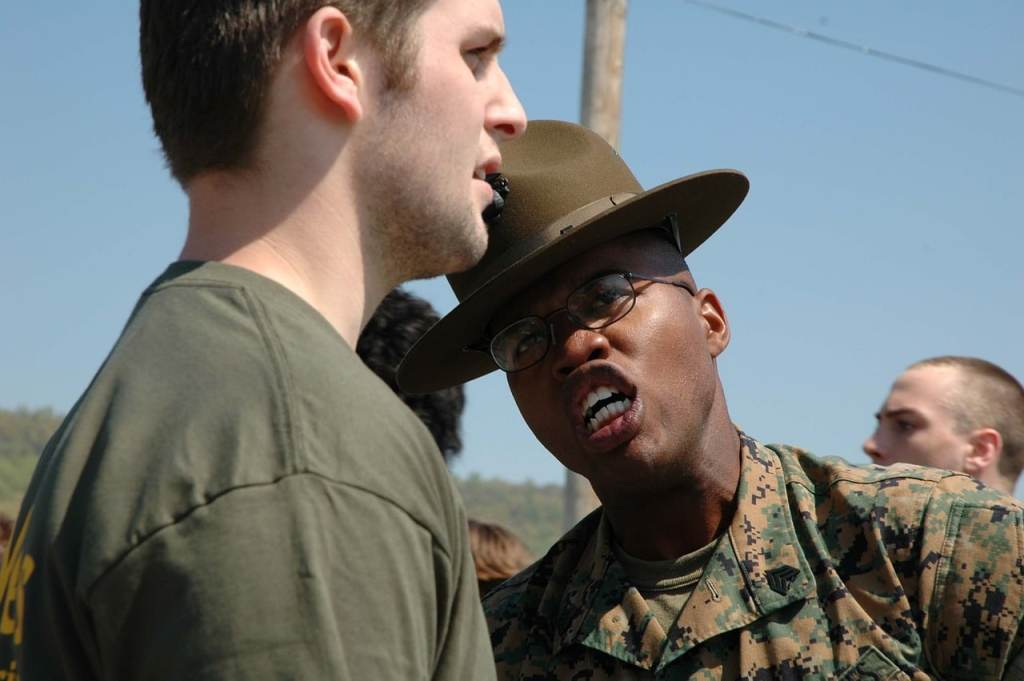 military-662862_1280