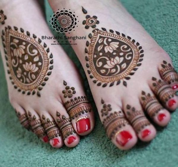 30.Lotus and Thilagam Henna for Feet