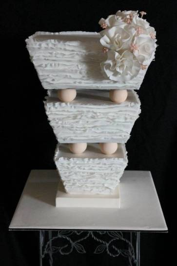 upside down wedding cake topsy turvy 5 beautiful wedding cakes 21504