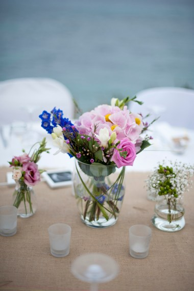 Table-flowers-on-burlap