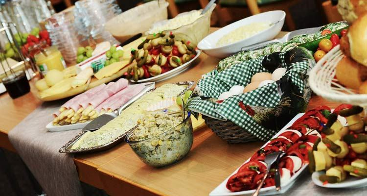 Alternative Wedding Catering Ideas For Budget-Conscious Couples ...