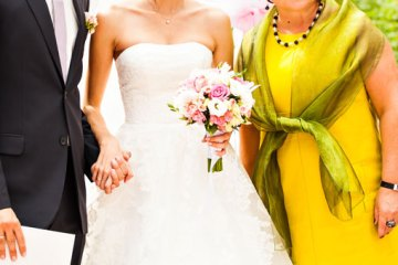 How to dress the mother of the bride or groom (when they're not sure what to wear) - weddingfor1000.com