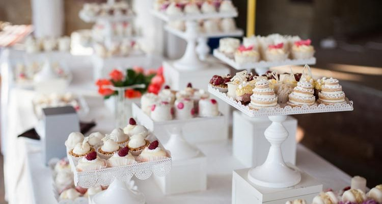 24 Small Sweets for a Dessert Reception - weddingfor1000.com
