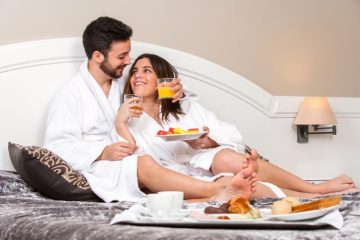 Honeymoon around the world without leaving your hotel room - weddingfor1000.com