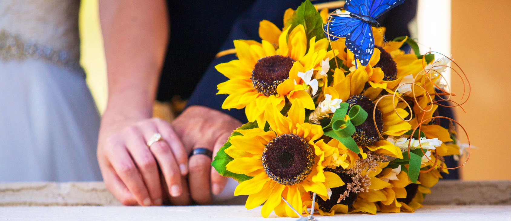 30 Sunflower Wedding Decor Ideas For You Big Day   Wedding Forward sunflower wedding decor ideas featured image