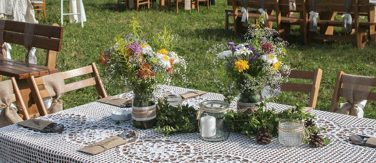 30 Cozy Rustic Backyard Wedding Decoration Ideas   Wedding ... on Rustic Backyard Ideas id=53058