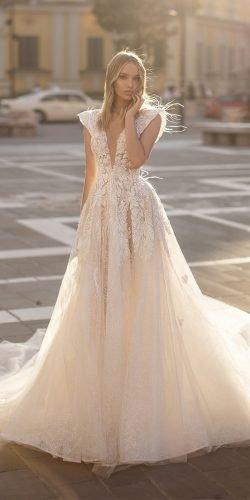 Váy cưới wona một đường viền cổ áo khoét sâu gợi cảm hoa pha lê ngà voi 2020 Ảnh váy cưới lấp lánh