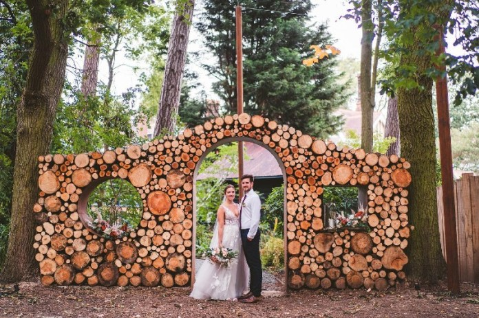 "outdoor-wedding-tips-creative-decor-ideas ""width ="" 800 ""peak ="" 533 ""srcset ="" https://www.weddingideasmag.com/wp-content/uploads/2013/04/outdoor-wedding-tips -creative-decor-ideas.jpg 800w, https://www.weddingideasmag.com/wp-content/uploads/2013/04/outdoor-wedding-tips-creative-decor-ideas-300x200.jpg 300w, https: / /www.weddingideasmag.com/wp-content/uploads/2013/04/outdoor-wedding-tips-creative-decor-ideas-650x433.jpg 650w, https://www.weddingideasmag.com/wp-content/uploads/ 2013/04 / outdoor-wedding-tips-creative-decor-ideas-768x512.jpg 768w ""sizes ="" (max-width: 800px) 100vw, 800px ""/></p data-recalc-dims="