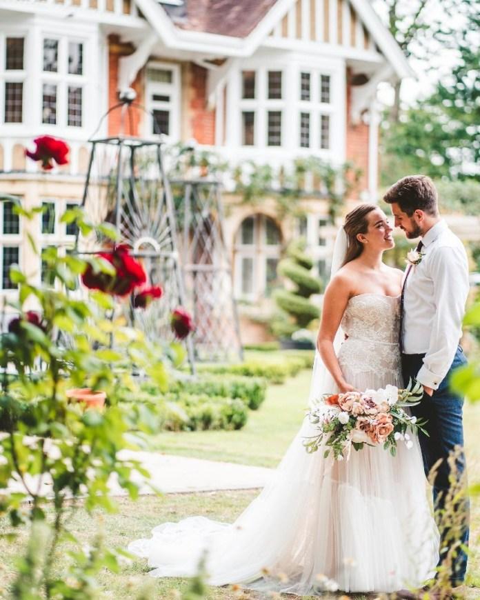 "tips-planning-an-outdoor-wedding ""width ="" 800 ""peak ="" 1000 ""srcset ="" https://www.weddingideasmag.com/wp-content/uploads/2013/04/tips-planning-an-outdoor -wedding.jpg 800w, https://www.weddingideasmag.com/wp-content/uploads/2013/04/tips-planning-an-outdoor-wedding-240x300.jpg 240w, https://www.weddingideasmag.com /wp-content/uploads/2013/04/tips-planning-an-outdoor-wedding-640x800.jpg 640w, https://www.weddingideasmag.com/wp-content/uploads/2013/04/tips-planning- an-outdoor-wedding-768x960.jpg 768w ""sizes ="" (max-width: 800px) 100vw, 800px ""/></p data-recalc-dims="