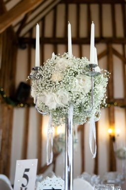 21 ways to decorate your wedding venue with flowers © cgpgraham.com