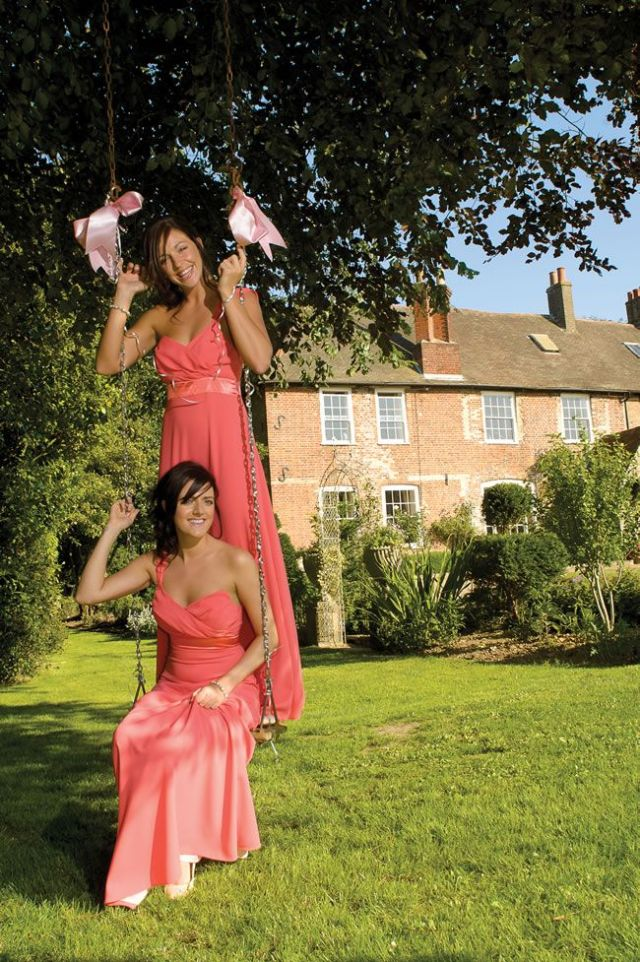 21-fun-wedding-photo-ideas-for-you-and-your-bridesmaids-doverdesign.co.uk