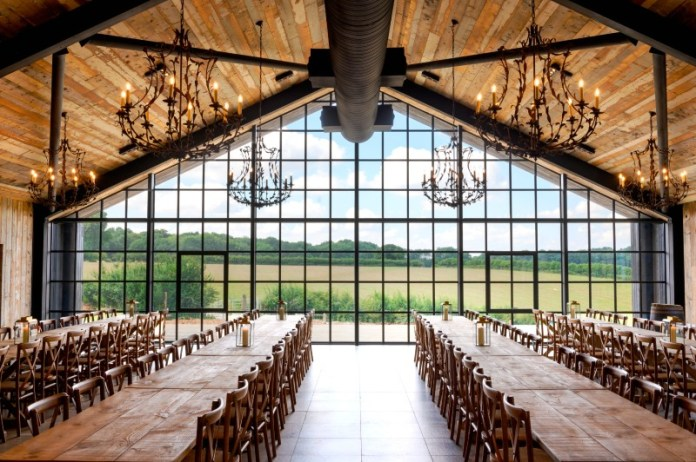 "The-Barn-at-Botley-Hill-Hayley-Bray ""width ="" 800 ""top ="" 532 ""srcset ="" https://www.weddingideasmag.com/wp-content/uploads/2018/06/The-Barn -at-Botley-Hill-Hayley-Bray.jpg 800w, https://www.weddingideasmag.com/wp-content/uploads/2018/06/The-Barn-at-Botley-Hill-Hayley-Bray-300x200. jpg 300w, https://www.weddingideasmag.com/wp-content/uploads/2018/06/The-Barn-at-Botley-Hill-Hayley-Bray-768x511.jpg 768w, https: //www.weddingideasmag. com / wp-content / uploads / 2018/06 / The-Barn-at-Botley-Hill-Hayley-Bray-650x432.jpg 650w ""sizes ="" (max-width: 800px) 100vw, 800px ""/> <figcaption id="