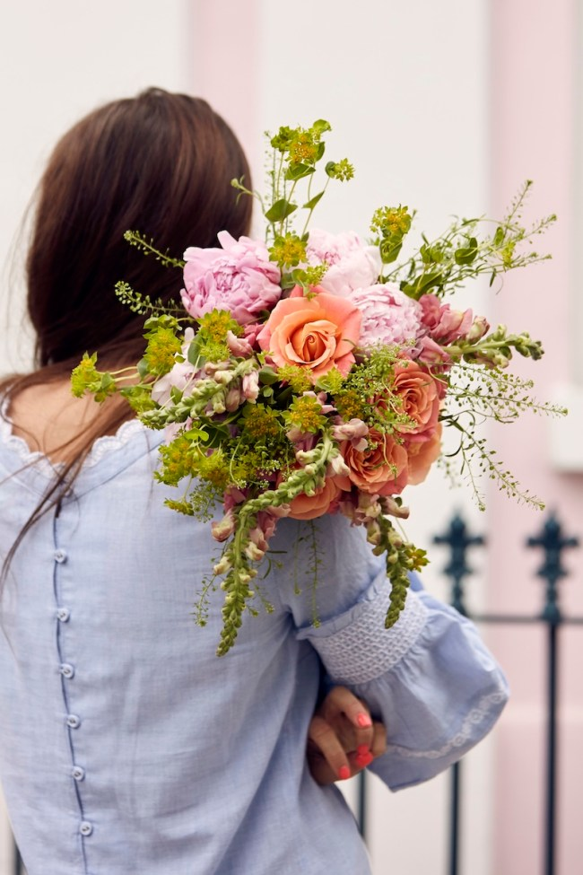 Couple Holding Bouquet The Flower Trends you Need to Know About for Your 2019 Wedding