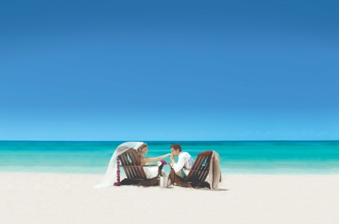 "destination-wedding-couple-beach-sandals ""width ="" 800 ""peak ="" 530 ""srcset ="" https://www.weddingideasmag.com/wp-content/uploads/2020/01/destination-wedding-couple-beach -sandals-1.jpg 800w, https://www.weddingideasmag.com/wp-content/uploads/2020/01/destination-wedding-couple-beach-sandals-1-300x199.jpg 300w, https: // www .weddingideasmag.com / wp-content / uploads / 2020/01 / destination-wedding-couple-beach-sandals-1-768x509.jpg 768w, https://www.weddingideasmag.com/wp-content/uploads/2020/ 01 / destination-wedding-couple-beach-sandals-1-650x431.jpg 650w ""sizes ="" (max-width: 800px) 100vw, 800px ""/></p data-recalc-dims="