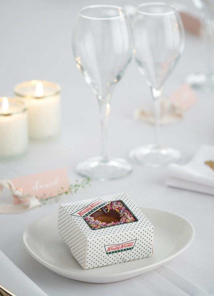 "krispy-kreme-donut-wedding-favors ""width ="" 800 ""top ="" 1104 ""srcset ="" https://www.weddingideasmag.com/wp-content/uploads/2020/01/krispy-kreme-doughnut-wedding -favours.jpg 800w, https://www.weddingideasmag.com/wp-content/uploads/2020/01/krispy-kreme-doughnut-wedding-favours-217x300.jpg 217w, https://www.weddingideasmag.com /wp-content/uploads/2020/01/krispy-kreme-doughnut-wedding-favours-768x1060.jpg 768w, https://www.weddingideasmag.com/wp-content/uploads/2020/01/krispy-kreme- donut-wedding-favors-580x800.jpg 580w ""sizes ="" (max-width: 800px) 100vw, 800px ""/></p data-recalc-dims="