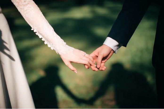 "lockdown-wedding-rules ""width ="" 800 ""top ="" 533 ""srcset ="" https://i1.wp.com/www.weddingideasmag.com/wp-content/uploads/2020/06/lockdown-wedding-rules.jpg?w=696&ssl=1 800w, https: //www.weddingideasmag.com/wp-content/uploads/2020/06/lockdown-wedding-rules-300x200.jpg 300w, https://www.weddingideasmag.com/wp-content/uploads/2020/06/lockdown -wedding-rules-650x433.jpg 650w, https://www.weddingideasmag.com/wp-content/uploads/2020/06/lockdown-wedding-rules-768x512.jpg 768w ""sizes ="" (max-width: 800px ) 100vw, 800px ""/> <figcaption id="