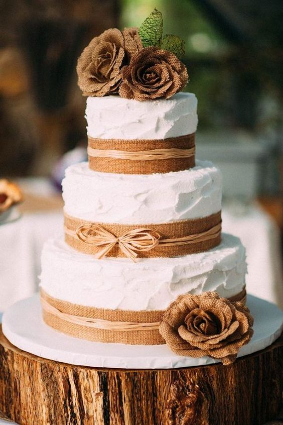 22 Rustic Tree Stumps Wedding Cakes for Your Country Wedding Rustic Country themed Burlap Wedding Cake Spectacular Wedding Cake Ideas