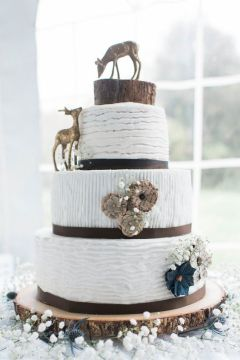 22 Rustic Tree Stumps Wedding Cakes for Your Country Wedding   Page 2     Rustic Wedding Cake With Deer and tree stump decoration