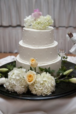 fondant vs buttercream, the differences for wedding cakes